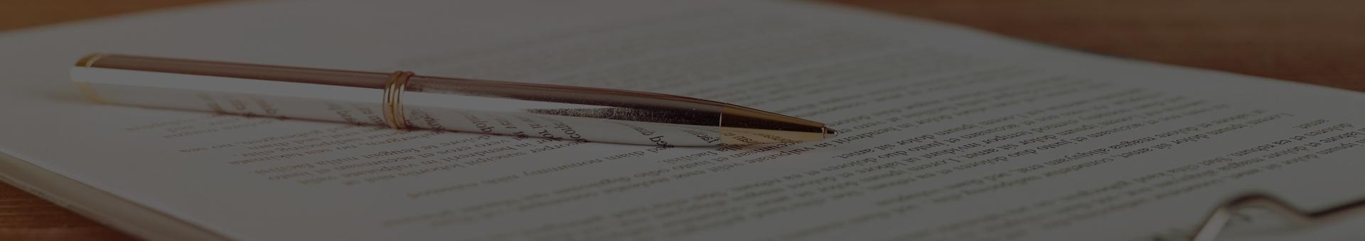 długopis i dokument